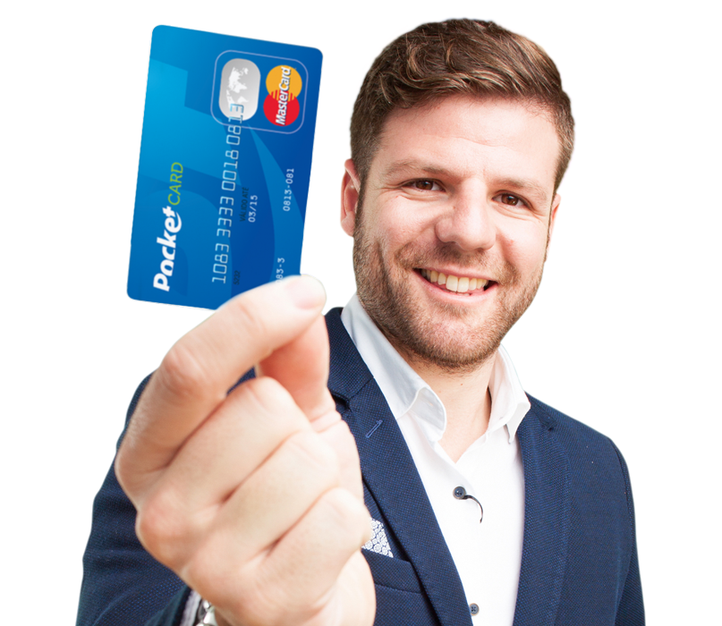 Homem com cartão pocketcard na mão_campanha de incentivo e cartões de crédito